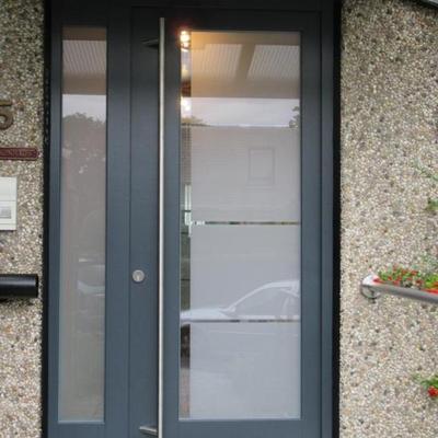 Haustüre in RAL 9016 mit Sicherheitsglas in Köln - Düsseldorf