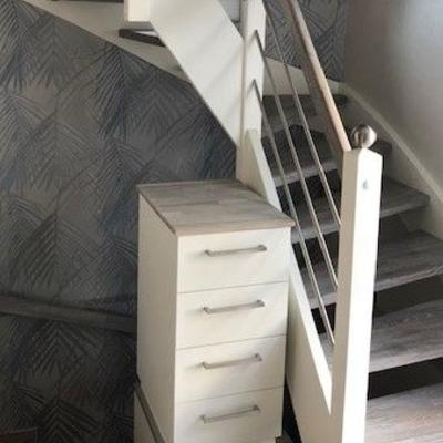 Treppe mit Intregrierter Komode Weiss Lackiert  Köln und Pulheim