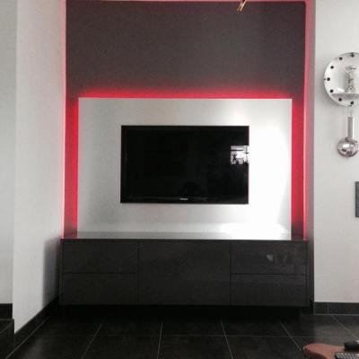 TV Wand in Edelstahl Optik sowie Sidebord. Köln. Möbelbau nach Maß