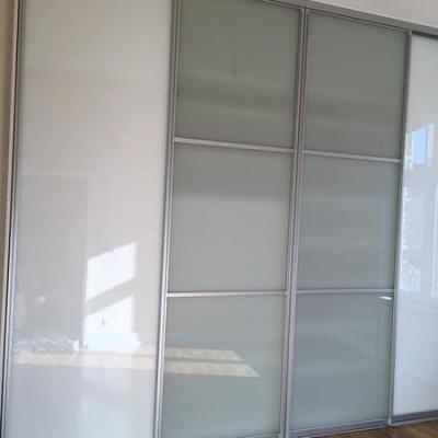 Raumhohe Schiebetüren mit Glass. Köln Möbelbau nach Maß